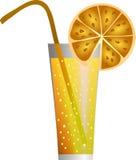 Un vetro del succo di arancia su una priorità bassa bianca Immagine Stock