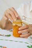 Un vetro della marmellata d'arance del mandarino Fotografie Stock