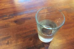Un vetro di acqua immagine stock
