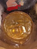Un vetro di birra con ghiaccio Fotografia Stock