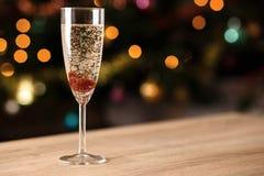 Un vetro di vino spumante con inceppamento Fotografia Stock