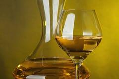 Un vetro pieno di vino Fotografie Stock Libere da Diritti