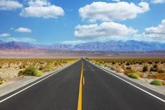 Un viaggio al Death Valley di traversata ad alta velocità Fotografia Stock