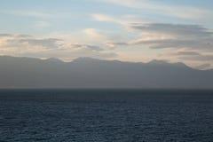 Un viaggio al lago nelle montagne Fotografie Stock Libere da Diritti