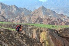 Un viajero que está tomando las fotos Imagen de archivo