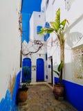 Un vicolo in Asilah, Marocco immagini stock