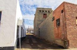 Un vicolo fra le costruzioni di mattone Fotografia Stock