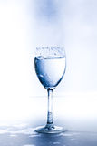 Un vidrio con agua Imagen de archivo libre de regalías