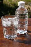 Un vidrio de agua foto de archivo libre de regalías