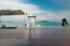Un vidrio de agua Fotos de archivo libres de regalías