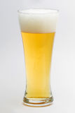 Un vidrio de cerveza fotos de archivo