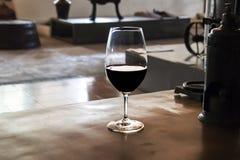 Un vidrio de vino rojo Imagenes de archivo