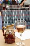 Un vidrio de vino rosado Imágenes de archivo libres de regalías