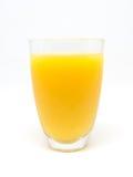 Un vidrio de zumo de naranja en el fondo blanco Foto de archivo libre de regalías