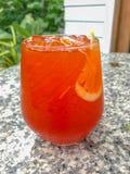 Un vidrio del té de hielo del limón foto de archivo