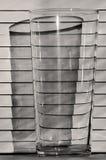 Un vidrio en el fondo de persianas, sombra Fotografía de archivo libre de regalías