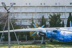 Un vieil avion AN-24 de passager sur le territoire du Image libre de droits