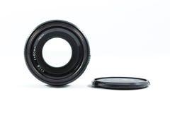 Un vieil objectif de caméra de contrôle manuel d'isolement sur le blanc Photographie stock libre de droits