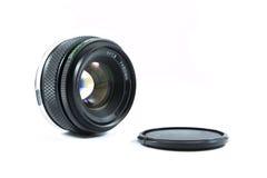 Un vieil objectif de caméra de contrôle manuel d'isolement sur le blanc Photos libres de droits