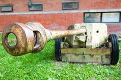 Un viejo canon de WWII imagen de archivo libre de regalías