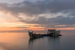 Un viejo naufragio o naufragio abandonado tomado durante un hermoso Imagen de archivo