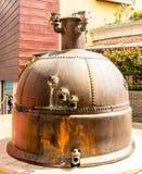 Un viejo top del cobre de la cervecería foto de archivo