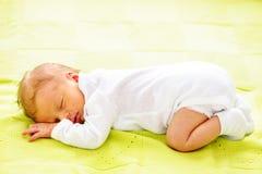 Un vieux bébé nouveau-né de semaine Photographie stock libre de droits