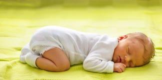 Un vieux bébé nouveau-né de semaine Images stock
