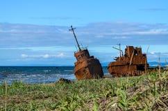 Un vieux bateau rouillé cassé Images libres de droits