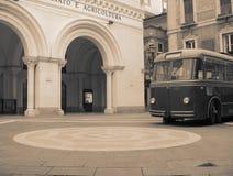 Un vieux bus âgé par temps Photographie stock libre de droits