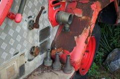 Un vieux camion de pompiers de partie un cru, camion de pompiers de rouillement photos libres de droits