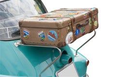 Un vieux cas sur le dos d'une BMW Isetta Photographie stock
