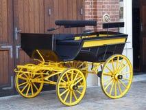 Un vieux chariot chic au palais de Lancut Photos stock