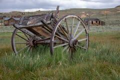 Un vieux chariot dans Bodie, la Californie image libre de droits