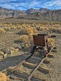 Un vieux chariot rouillé en ville fantôme Ballarat ; Parc national de Death Valley, la Californie, Etats-Unis image libre de droits