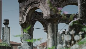 Un vieux cimetière islamique banque de vidéos
