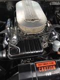 Un vieux classique avec un moteur énorme Photographie stock libre de droits