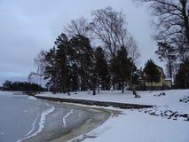 Un vieux cottage est vide en raison de l'hiver sur notre archipel et sa belle nature de lui Image libre de droits