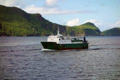 Un vieux ferry dans les grenadines Photo stock