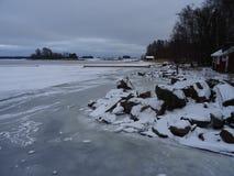 Un vieux gottage d'été est vide en raison de l'hiver sur notre archipel et sa belle nature de lui Images libres de droits