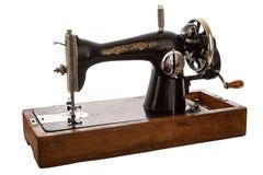 Un vieux, machine à coudre de main sur le fond blanc Photos libres de droits
