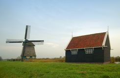 Un vieux moulin à vent hollandais Photo libre de droits