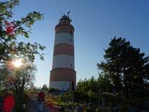 Un vieux phare d'awesom dans l'archipel par le golfe de Finlande photographie stock libre de droits