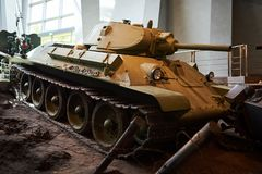 Un vieux réservoir soviétique de la deuxième guerre mondiale photographie stock libre de droits