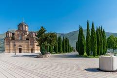 Un vieux temple orthodoxe pittoresque dans Trebinje Photos libres de droits