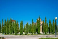 Un vieux temple orthodoxe pittoresque dans Trebinje Photos stock