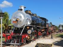 Un vieux train fonctionnant grand de vapeur Image libre de droits