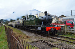 Un vieux train fonctionnant grand de vapeur photos stock