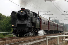 Un vieux train fonctionnant grand de vapeur Photo stock