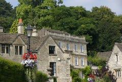 Un village anglais pendant l'été Photos stock